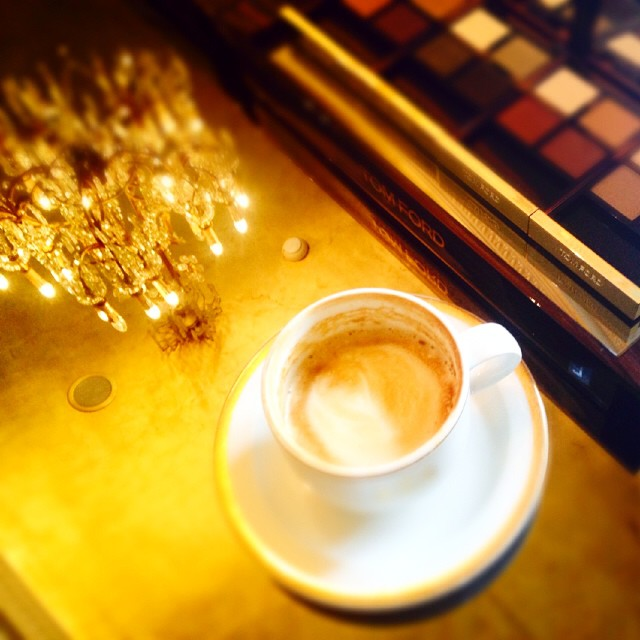 The perfection of the day. #momentoftheday #bestoftheday #beautyeditor #blogger #beauty #moodofthebeauty #instalove #instacoffee #instabeauty #tomfordbeauty #ομορφιάστουςσυνδυασμούς