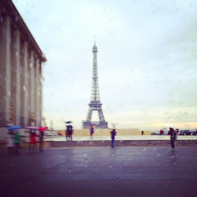 Να εδώ, η βροχή διηγείται παραμύθι... #momentoftheday #moments #favoritetime #instalike #instalove #perfect #presstrip #photooftheday #paris #beauty #ηομορφιάείναιστααπλά #moodofthebeauty