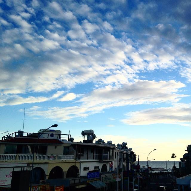Να εδώ, τα σύννεφα ερωτοτροπούν με τον ουρανό. #moodoftheweekend #justlike #justlove #justbeauty #justperfect #sky #skylovers #instasky #instagood #instalike #instatrip #cyprus #clouds #photooftheday #pleasure #momentoftheday #ηομορφιάείναιστααπλά