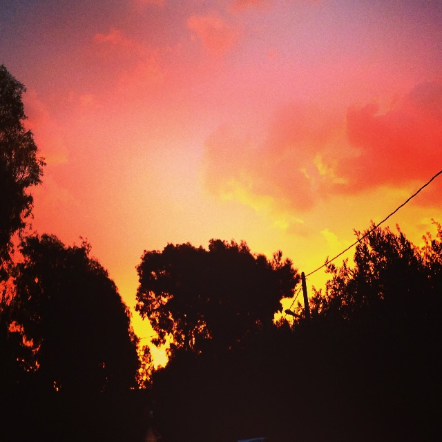 Είναι κι αυτά τα πρωινά που ο καιρός το ρίχνει στα καλλιτεχνικά. #moodoftheday #moodoftheFriday #momentoftheday #συμβαίνειπρινλίγο #magic #ομορφιάστουςσυνδυασμούς #instasky #instagood #instalike #instabeauty #instamornings #instagreece #blush #lipgloss #ηομορφιάείναιστααπλά #τονουσουστιςστιγμές #καλήΠαρασκευή