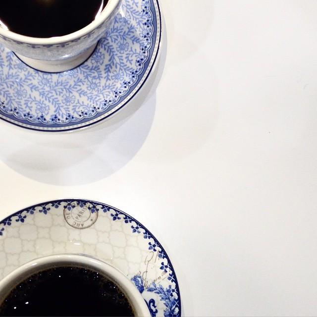 Να εδώ, παρέα θέλει ο πρώτος καφές. #moodoftheday #coffee ##moodofthediaries #justlike #ομορφιάστουςσυνδυασμούς #ηομορφιάείναιστααπλά (μαθαίνοντας μυστικά για συγκλονιστικό σώμα από τη θέα @elenipetroulaki) ?? #staytuned #perfecttime #photostories #instagood #instamood #instabeauty #instagrammers #photooftheday #goodmorning