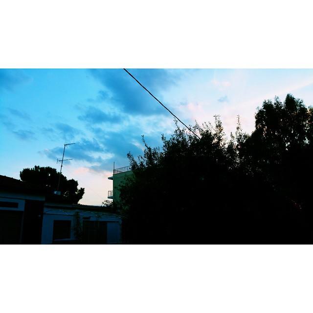 Ποίηση. #momentoftheday #sky #greece #athens #instabeauty #instadaily #instamood #intagramers #vsco #instalifo #instalike #photooftheday #inlove #cloudscape #blue #ηομορφιάείναιστααπλά