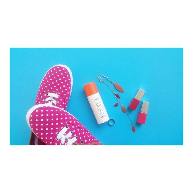 Το Σαββατοκύριακο περιέχει χρώμα, προστασία και στυλ.  #favoritethings #daylong #shoesoftheday #suncare #photooftheday #beautydiaries #moodofthebeauty #ring #earrings #lipsticks #clinique #cliniquegreece #instamoment #moments #moodoftheweekend #pink #orange #blue #ομορφοχαμός #ομορφιάστουςσυνδυασμούς